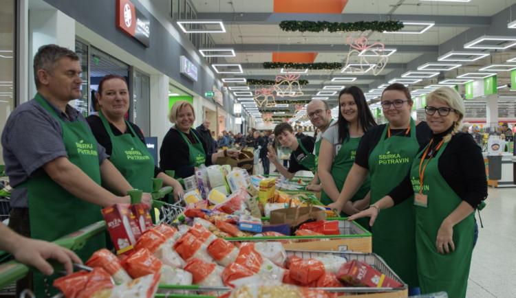 Potravinovým bankám dochází zásoby, dnes probíhají veřejné sbírky po celé České republice