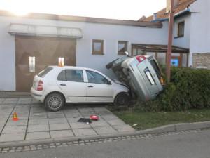 Čerstvý řidič naboural auto radního Olomouckého kraje Jakubce. Škoda je čtvrt milionu