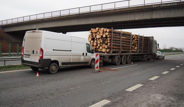 FOTO: Během odpoledne se staly dvě nehody na stejném úseku dálnice