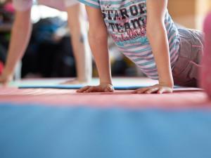 Téměř osmdesát procent mládeže se málo hýbe, tvrdí WHO