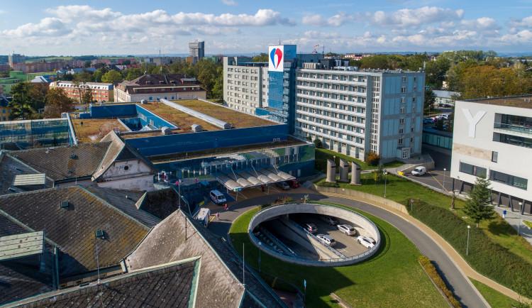 Nákaz koronavirem ubylo. Ortopedická klinika FN Olomouc tak obnovuje svůj provoz