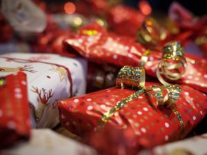 Podle průzkumu Češi neradi vymýšlejí dárky na Vánoce, nejhorší je žádný