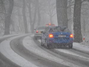 Na severu Olomouckého kraje ráno hustě sněžilo. Na silnicích leží sníh