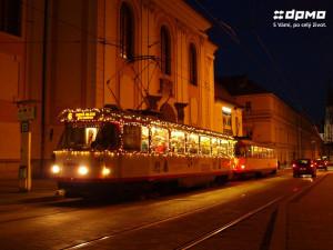 Do olomouckých ulic letos opět vyjede vánoční tramvaj. Děti se mohou zapojit do její výzdoby