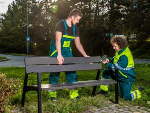 Olomouc plánuje opravu všech laviček. Vydala k tomu i speciální videospot