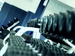 Posilovny po znovuotevření prodlužují otevírací dobu, klienti si stěžují na nošení roušek při cvičení