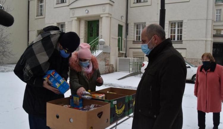 FOTO: V Prostějově proběhla potravinová sbírka, vybrané jídlo charita rozdělí mezi své klienty