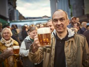 Smíchovští sládci zvou do znovuotevřených hospod na čerstvou várku piva