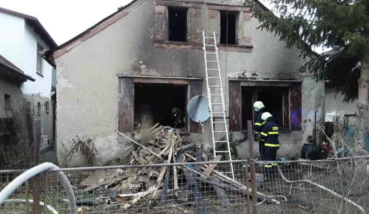 V Bohuslavicích na Šumpersku hořel dům. Hasiči z něj vytáhli popáleného muže