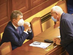ANO i ČSSD ustoupily komunistům. Rozpočet byl schválen. Podepíše ho Zeman?