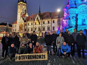 VIDEO: Olomoučtí restauratéři a šéfkuchaři na náměstí poděkovali svým hostům za podporu