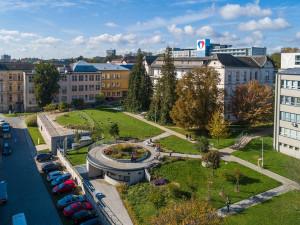 Do FN Olomouc dnes dorazila první várka vakcíny proti covidu-19, očkovat se začne zítra