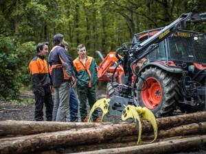 Odborná výuka, řidičské průkazy i kurzy. SOŠ lesnická a strojírenská Šternberk nabízí k oborům řadu výhod