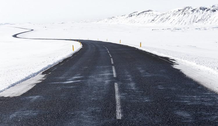V Jeseníkách dbejte zvýšenou opatrnost, na vozovkách je rozbředlý sníh