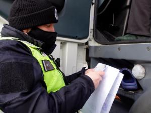 Policisté se při kontrolách nákladní dopravy soustředili na stav vozidla i řidiče