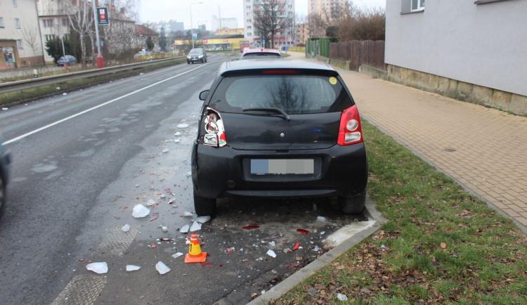 Řidič neočistil své auto od ledu, způsobil tím vážnou škodu