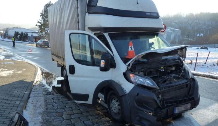 FOTO: Včas nedobrzdil a způsobil vysokou škodu i na dalších autech. Policie varuje