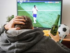Češi nejraději sledují hokej, propadl se fotbal, ukázal průzkum. A co ostatní sporty?