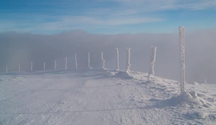 Kvůli sněžení byl v Jeseníkách vyhlášen druhý lavinový stupeň, vylepšují se podmínky pro běžkaře