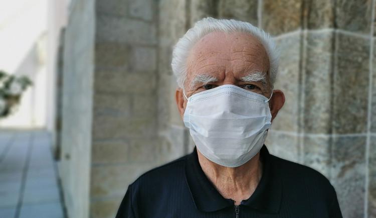 Město nabízí seniorům pomoc s rezervačním systémem k očkování proti covidu