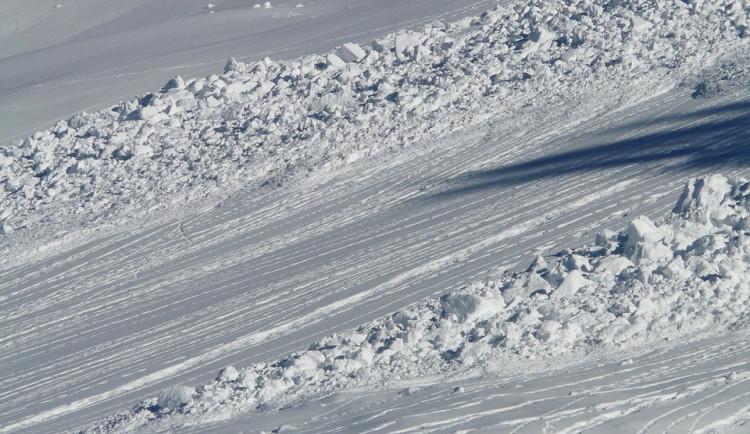 Skialpinistu v Jeseníkách zasypala lavina. Záchranářům se ho oživit nepodařilo