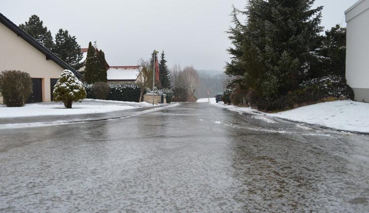 Ve středu ráno se bude na silnicích v Olomouckém kraji tvořit ledovka