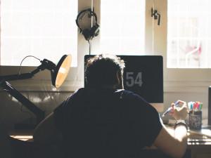 Prodával přes internet počítač za desítky tisíc, ale naletěl podvodníkovi. O počítač přišel a peníze už neviděl