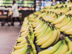Poslanci schválili povinné kvóty na české potraviny. Do roka musí tvořit polovinu zboží ve velkých obchodech
