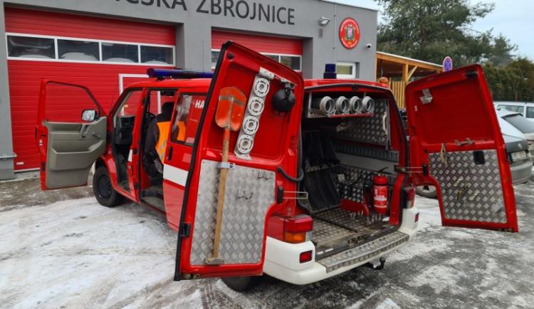 Dobrovolní hasiči ve Štěpánově dostali od Olomouce darem hasičský vůz