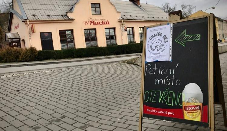 Otevřenou Restauraci U Macků na Svatém Kopečku v sobotu uzavřeli policisté