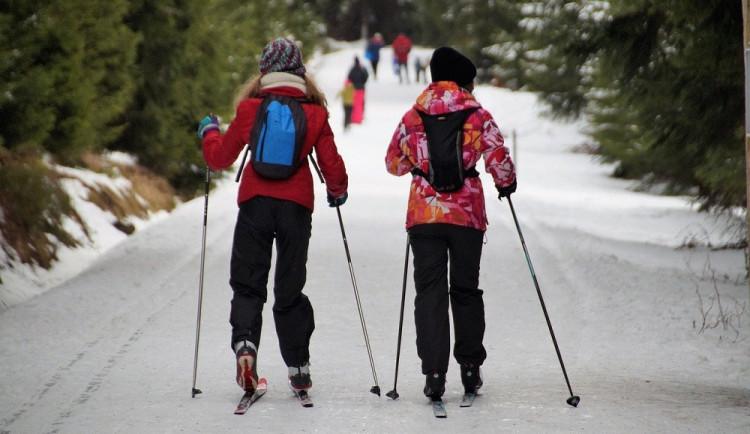 Běžkaři a turisté o víkendu zaplnili zasněžené Jeseníky