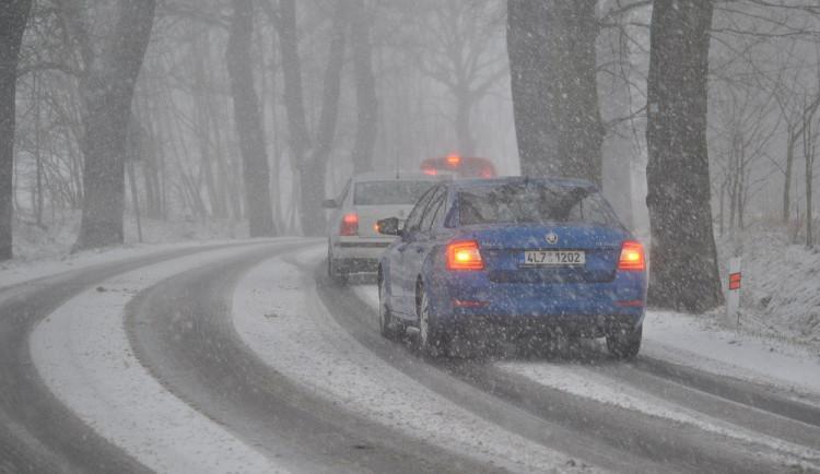 V Olomouckém kraji leží ve vyšších polohách rozbředlý sníh