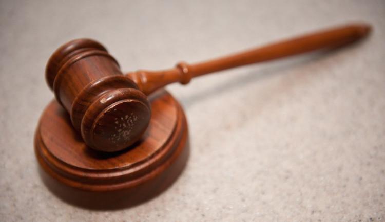 Soud potvrdil trojici 9 až 11 let za velkokapacitní výrobu drog