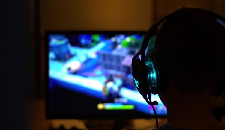 Profesionální soutěžení v hraní videoher vzalo svět doslova útokem