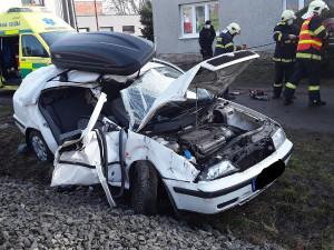 Při srážce vlaku a auta se na Prostějovsku zranili čtyři lidé