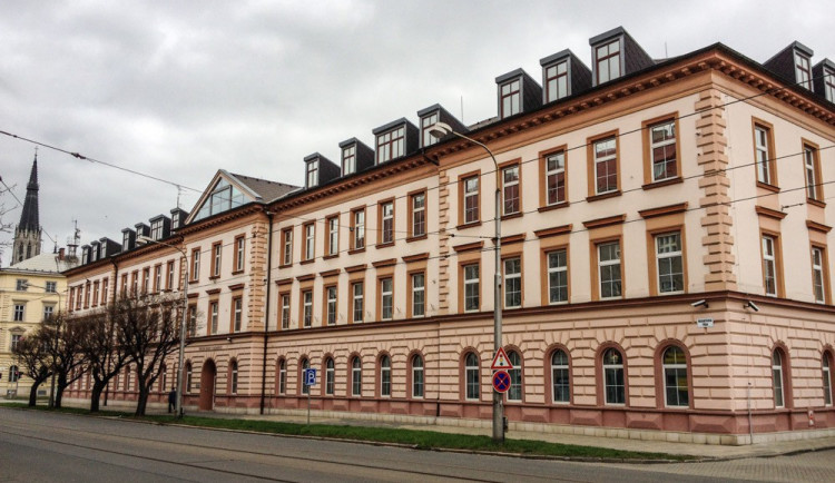 Organizovaná skupina vykradla z bankovních účtů přes šest milionů korun. Její člen si odsedí 3,5 roku