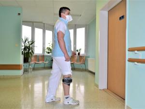 Lékař z prostějovské nemocnice i přes roztroušenou sklerózu dál pomáhá pacientům