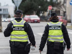 Strážníci kvůli rouškám řešili v Olomouci od loňského března téměř 1300 přestupků