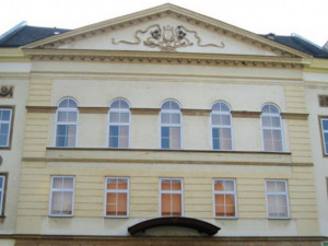 Olomoucké divadlo a galerie se zahalí do barev Běloruska, červené a bílé