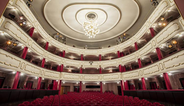 Moravské divadlo divákům nabídne drama Dům Bernardy Alby on-line