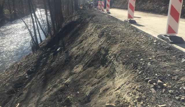 Opravy sesunuté silnice u Hanušovic budou trvat do konce června
