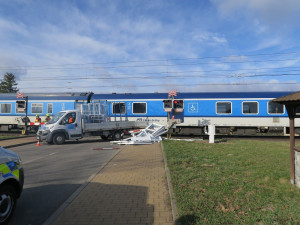 Na železničním přejezdu v Grygově vlak srazil auto. Zraněn nebyl nikdo