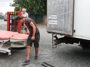 Pomoc bližním v nouzi. Arcidiecézní charita Olomouc poslala na Ukrajinu pět tun zdravotnického materiálu