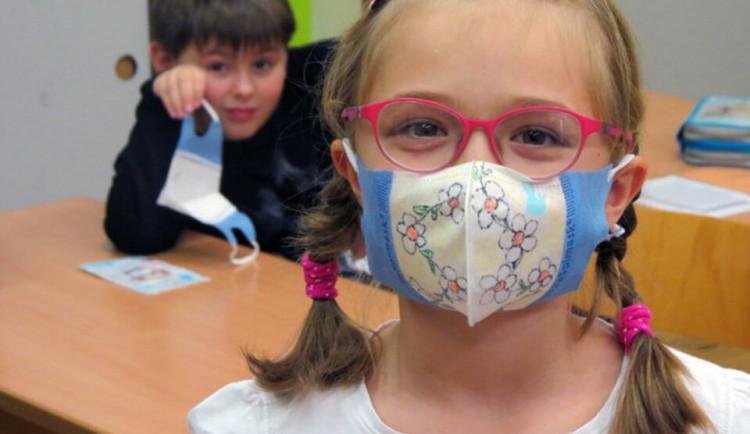 Testování ve školách provází u dětí napětí. Pomáhají básničky a pohádky