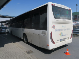 Řidič autobusu nadýchal téměř čtyři promile. Boural na dvou místech v Olomouci