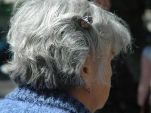 Seniorka si vyzvedla důchod svého partnera. Muž byl přitom už jedenáct dní po smrti