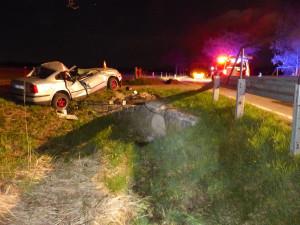 Na Jesenicku v noci zemřel řidič po nehodě osobního auta. Vyjel ze silnice