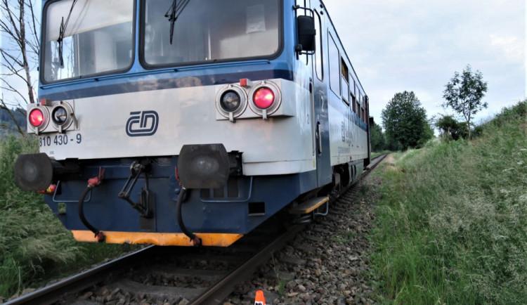 Na okraji Přerova srazil vlak chlapce. Děti si bez dozoru hrály poblíž trati