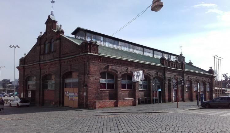 Budova městské tržnice v Olomouci je na prodej. Opravy se jen tak nedočká
