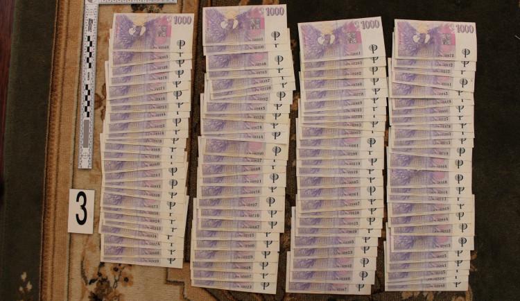 Celníci odhalili obří daňový podvod skupiny cizinců za více než 25 milionů